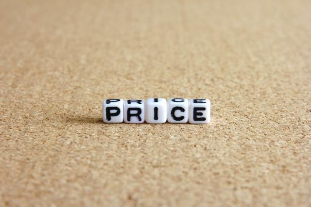 値段の英語表記のPRICEと書かれたサイコロ
